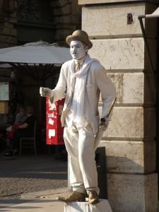 Verona_-_Artista_di_strada_in_veste_di_Charlot-Chaplin
